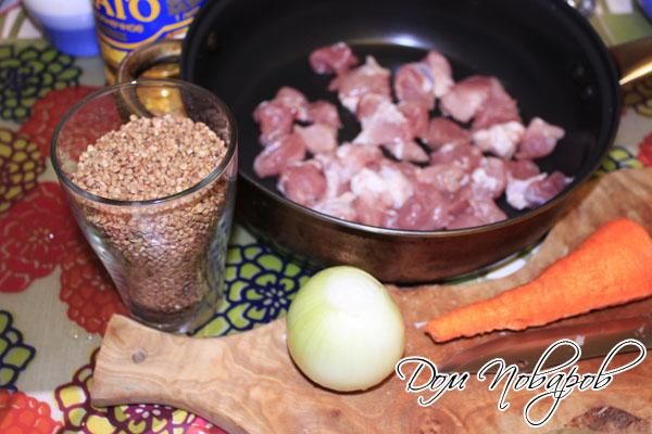 Порежьте мясо на небольшие кусочки
