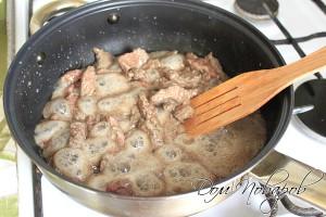 Обжарить в сковородке на растительном масле