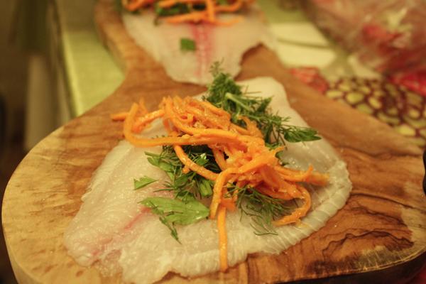 Рыбные рулетики с корейской морковкой