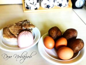 Отварите мясо, картофель и яйца