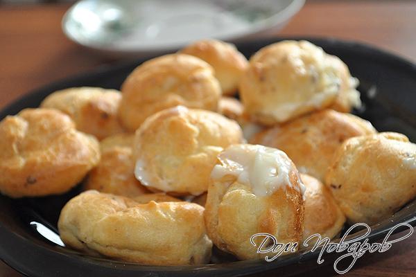 Заварные пирожные с орешками и кремом