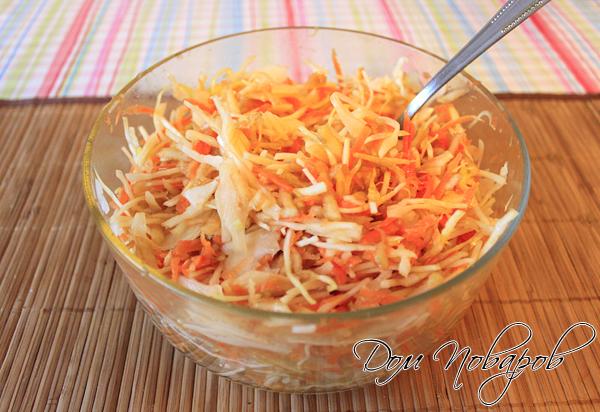 Смешать все ингредиенты - салат витаминный готов