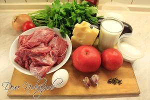 Подготовьте мясо, овощи, молоко, яйцо, сыр и зелень