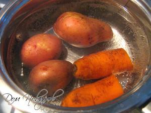 Морковь и картофель сварите до готовности