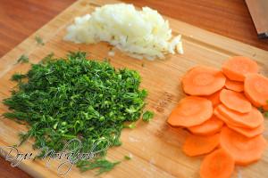 Измельчите овощи и зелень