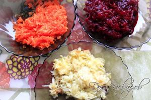 Натрите на терке вареные овощи