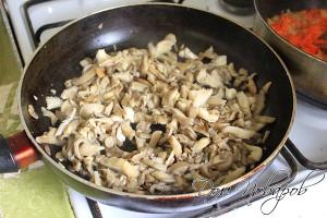 Обжарить на сковородке с маслом