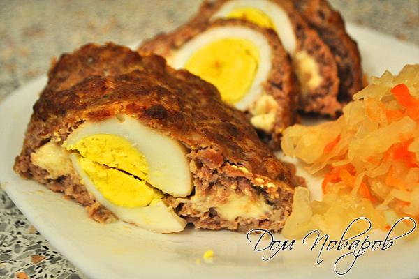 Рулет из фарша с яйцом и сыром внутри