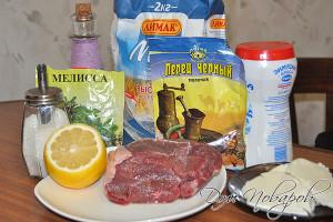 Подготовьте мясо и ингредиенты для соуса