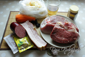 Подготовьте мясо, овощи и специи
