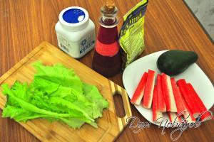 Составляющие салата из крабов и авокадо