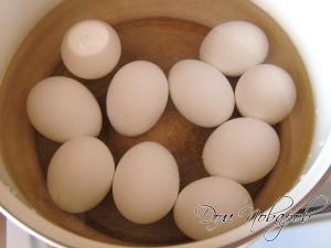 Яйца сварите вкрутую