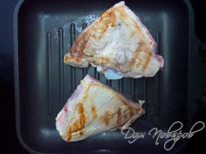 Обжариваем мясо большим куском
