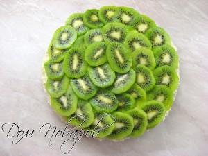 Прослоить фруктами
