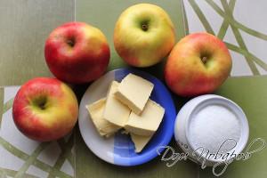 Подготовьте яблоки, масло и сахар