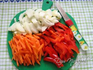 Порежьте овощи