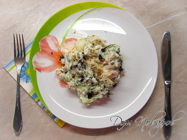 Пикантный салат с черносливом готов