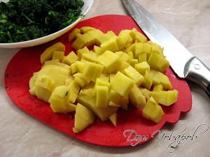 Порежьте картофель