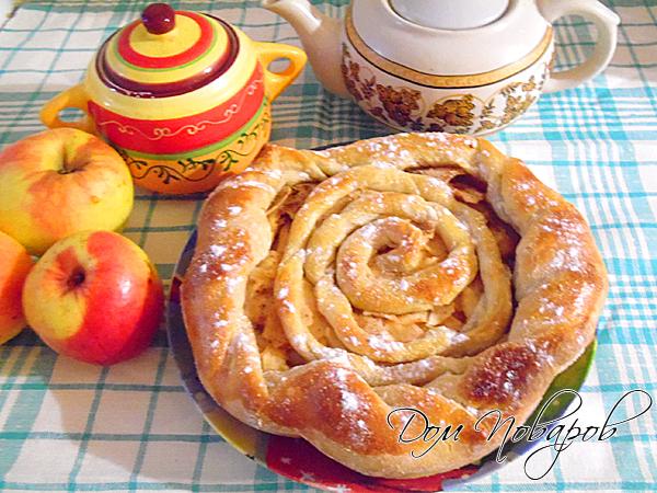 Пирог слоеный с яблоками очень вкусный и простой в приготовлен