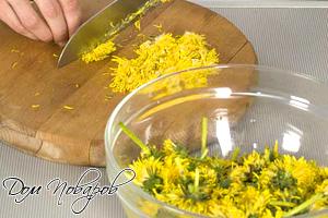 Отделите от цветков только желтые лепестки