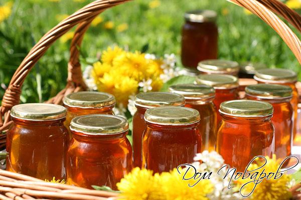 Готовое варенье из одуванчиков по цвету и консистенции напоминает мед