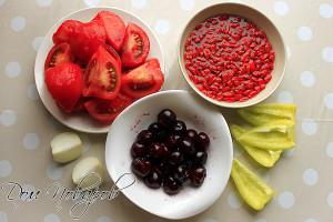 Очистите помидоры, замочите годжи, отделите черешню от косточек