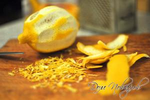 Измельчите лимонную цедру
